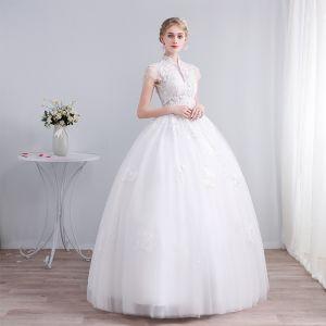 Elegante Weiß Brautkleider / Hochzeitskleider 2019 Ballkleid Stehkragen Spitze Blumen Pailletten Kurze Ärmel Rückenfreies Lange