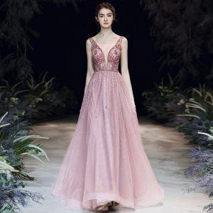 High End Rosa Abendkleider 2020 A Linie Durchsichtige Tiefer V-Ausschnitt Ärmellos Perlenstickerei Perle Strass Stoffgürtel Lange Rüschen Rückenfreies Festliche Kleider
