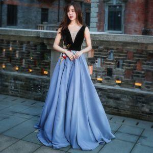 Schöne Abend Festliche Kleider 2017 Abendkleider Meeresblau Schwarz A Linie Lange V-Ausschnitt Ärmellos Rückenfreies Stickerei