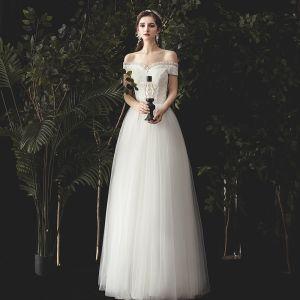 Charmig Elfenben Bröllopsklänningar 2020 Prinsessa Ruffle Av Axeln Spets Blomma Ärmlös Halterneck Långa