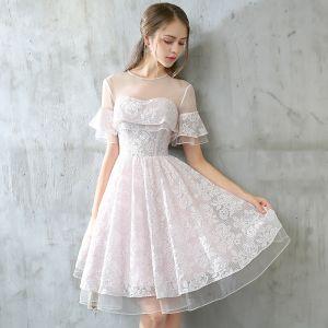 Mode Abiballkleider 2017 Rosa Kurze A Linie Rundhalsausschnitt Rückenfreies Kurze Ärmel Perle Spitze Applikationen Durchbohrt Festliche Kleider
