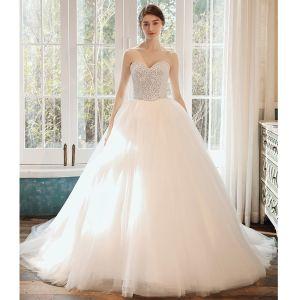 Romantisch Witte Bruids Trouwjurken 2020 Baljurk Geliefde Mouwloos Ruglooze Pailletten Kralen Cathedral Train Ruche