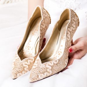 Sparkly Gold Wedding Shoes 2018 Lace Flower Sequins Rhinestone Leather Pointed Toe Pumps