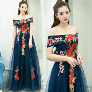 Affordable Navy Blue Evening Dresses  2019 A-Line / Princess Off-The-Shoulder Short Sleeve Appliques Embroidered Floor-Length / Long Ruffle Backless Formal Dresses