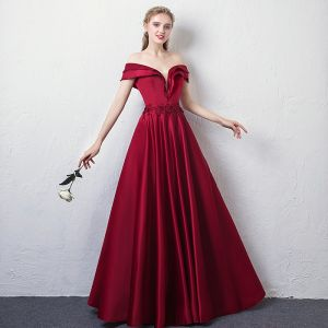 Elegant Burgundy Evening Dresses  2018 A-Line / Princess Off-The-Shoulder V-Neck Short Sleeve Appliques Lace Beading Crystal Floor-Length / Long Ruffle Backless Formal Dresses