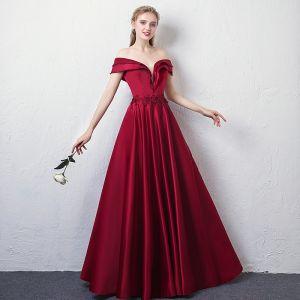 Elegant Burgundy Evening Dresses  2018 A-Line / Princess Off-The-Shoulder V-Neck Short Sleeve Appliques Lace Beading Crystal Floor-Length / Long Ruffle Backless Formal Dresses