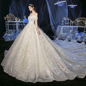 Błyszczące Szampan ślubna Suknie Ślubne 2020 Suknia Balowa Przy Ramieniu Kótkie Rękawy Bez Pleców Aplikacje Kwiat Cekiny Frezowanie Trenem Katedra Wzburzyć