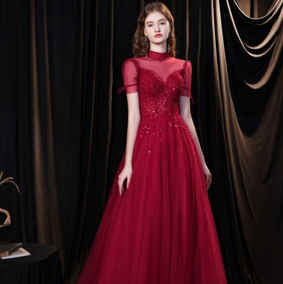 Élégant Bordeaux Robe De Soirée 2021 Princesse Col Haut Perlage Paillettes Manches Courtes Dos Nu Longue Robe De Ceremonie