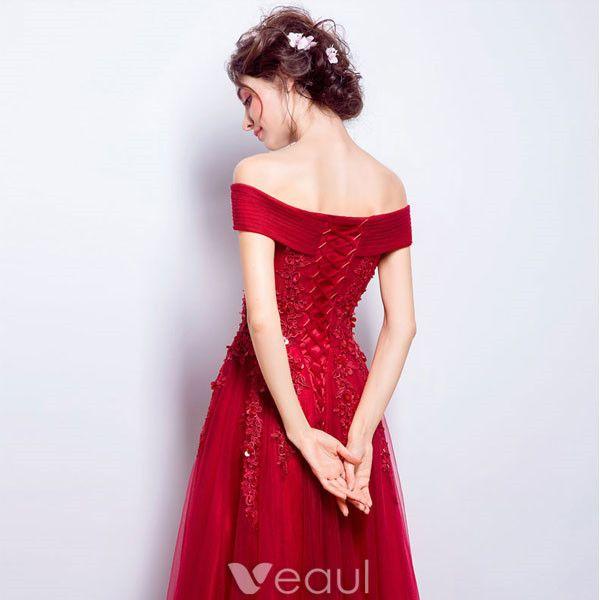 Schönes Langes Abendkleid Rot Tüll Weg Von Der Schulter