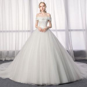 Elegante Ivory / Creme Brautkleider / Hochzeitskleider 2019 A Linie Off Shoulder Spitze Rückenfreies Kurze Ärmel Blumen Kathedrale Schleppe
