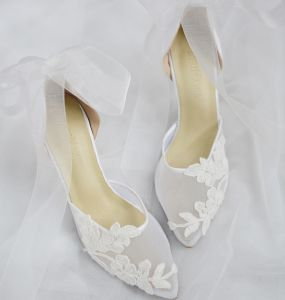 Edles Ivory / Creme Handgefertigt Durchsichtige Brautschuhe 2020 Leder Schleife Spitze Blumen 6 cm Stilettos Spitzschuh Hochzeit Hochhackige