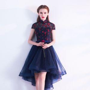 Chinesischer Stil Marineblau Cocktailkleider 2017 A Linie Stehkragen Kurze Ärmel Rückenfreies Durchbohrt Applikationen Schmetterling Stoffgürtel Asymmetrisch Rüschen Festliche Kleider