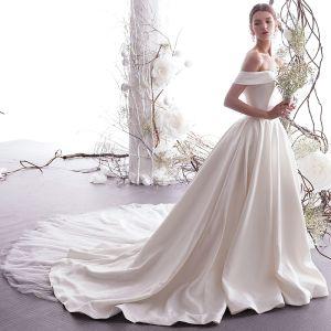 Elegante Ivory / Creme Brautkleider / Hochzeitskleider 2019 A Linie Off Shoulder Kurze Ärmel Rückenfreies Königliche Schleppe