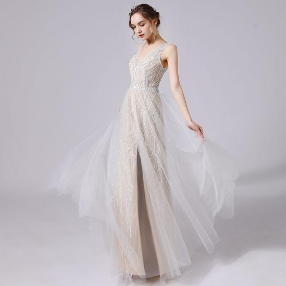 Charmig Elfenben Bröllopsklänningar 2021 Prinsessa Djup v-hals Beading Paljetter Ärmlös Halterneck Långa Bröllop