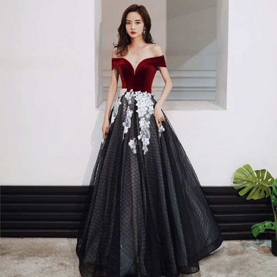 Chic / Beautiful Black Red Suede Evening Dresses  2020 A-Line / Princess Off-The-Shoulder Short Sleeve Checked Tulle Appliques Lace Floor-Length / Long Ruffle Formal Dresses