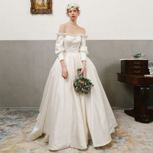 Vintage / Retro Ivory Satin Wedding Dresses 2019 A-Line / Princess Off-The-Shoulder Puffy Long Sleeve Backless Chapel Train Ruffle