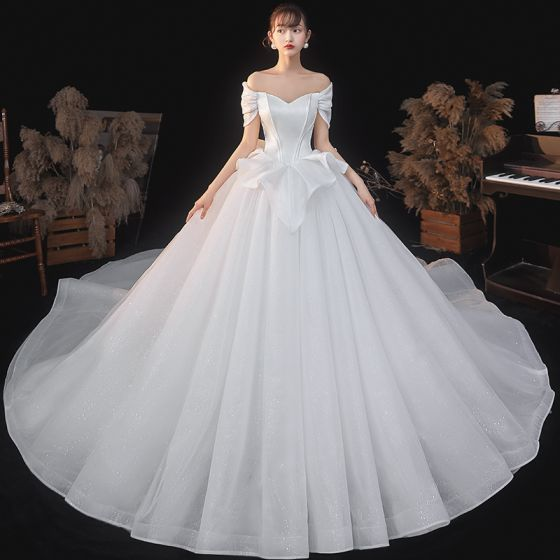 Vintage / Retro Ivory Satin Bridal Wedding Dresses 2020 Ball Gown Off-The-Shoulder Short Sleeve Backless Glitter Tulle Cathedral Train Ruffle