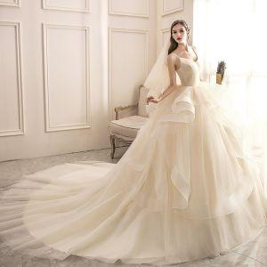 Mode Champagner Fallende Rüsche Brautkleider / Hochzeitskleider 2020 Ballkleid V-Ausschnitt Ärmellos Rückenfreies Königliche Schleppe