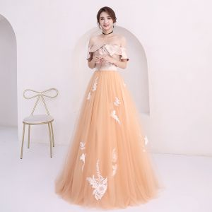 Affordable Champagne Prom Dresses 2018 A-Line / Princess Off-The-Shoulder Short Sleeve Appliques Lace Floor-Length / Long Ruffle Backless Formal Dresses