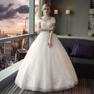 Erschwinglich Schlicht Kirche Brautkleider 2017 Mit Spitze Applikationen Rückenfreies V-Ausschnitt Off Shoulder Kurze Ärmel Lange Weiß Ballkleid