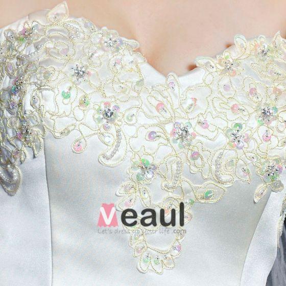 Satin Spitze Mit Perlen Verziert Bowknot Stickerei Strapless Kathedrale Der Bahn A-Linie Brautkleider