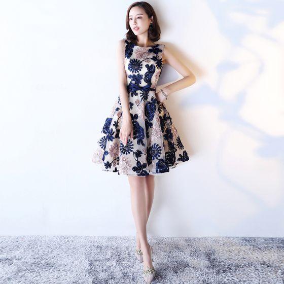 Chic / Beautiful Royal Blue Homecoming Graduation Dresses 2017 A-Line / Princess Bow Scoop Neck Backless Sleeveless Knee-Length Formal Dresses