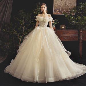 Stilig Champagne Bröllopsklänningar 2019 Balklänning Av Axeln Korta ärm Halterneck Beading Domstol Tåg Ruffle