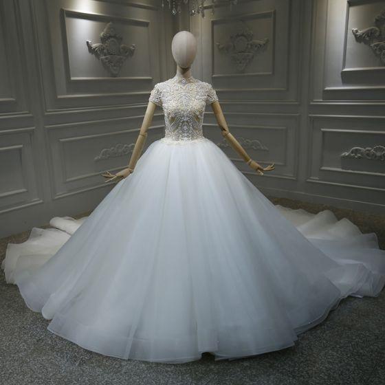 Vintage Hvide Bryllups Brudekjoler 2020 Balkjole Gennemsigtig Høj Hals Kort Ærme Håndlavet Beading Cathedral Train