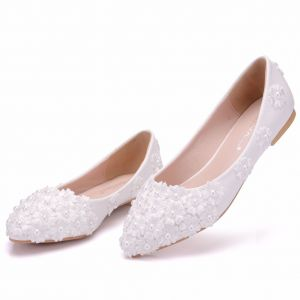 Chic / Beautiful White Wedding Shoes 2018 Lace Flower Pearl Pointed Toe Flat Wedding
