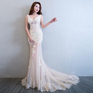 Sexy Champagne See-through Summer Evening Dresses  2018 Trumpet / Mermaid V-Neck Sleeveless Appliques Lace Pearl Rhinestone Flower Court Train Ruffle Backless Formal Dresses