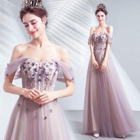 Snygga / Fina Purple Aftonklänningar 2020 Prinsessa Av Axeln Beading Appliqués Blomma Spets Paljetter Ärmlös Halterneck Långa Formella Klänningar