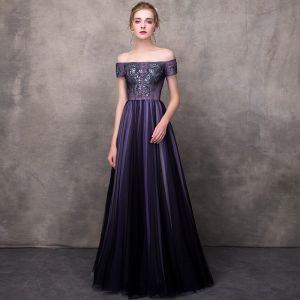 Elegant Grape Evening Dresses  2018 A-Line / Princess Off-The-Shoulder Short Sleeve Appliques Lace Beading Floor-Length / Long Ruffle Backless Formal Dresses