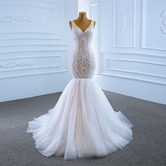 High End Weiß Hochzeits Brautkleider / Hochzeitskleider 2020 Meerjungfrau V-Ausschnitt Ärmellos Rückenfreies Applikationen Spitze Perlenstickerei Hof-Schleppe Rüschen