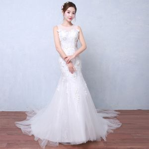 Modest / Simple Affordable Wedding Dresses 2017 White Trumpet / Mermaid Chapel Train Scoop Neck Sleeveless Backless Lace Appliques