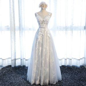 Chic / Belle Gris Robe Demoiselle D'honneur 2018 Princesse Appliques En Dentelle Noeud Encolure Dégagée Dos Nu Sans Manches Longue Robe Pour Mariage