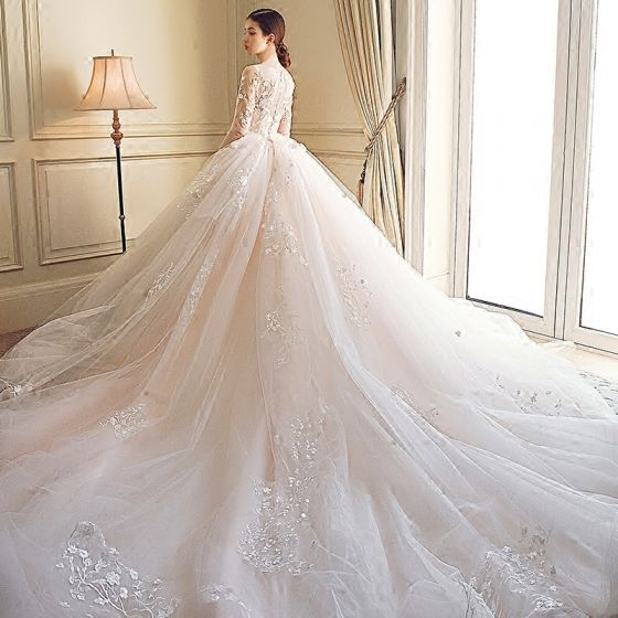 Stunning Wedding Dresses 2018 Ball Gown Lace Appliques Embroidered Scoop Neck 3/4 Sleeve Royal Train Wedding