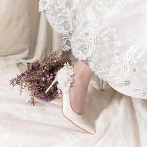 Charmerende Ivory Satin Perle Brudesko 2020 Læder Med Blonder Blomsten 8 cm Stiletter Spidse Tå Bryllup Pumps