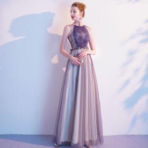 Schöne Violett Abendkleider 2020 A Linie Spitze Rundhalsausschnitt Ärmellos Lange Festliche Kleider