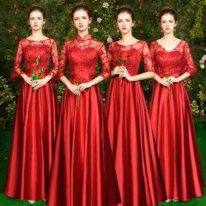 Betaalbare Rode Satijn Doorzichtige Bruidsmeisjes Jurken 2019 A lijn Appliques Kant Lange Ruglooze Jurken Voor Bruiloft
