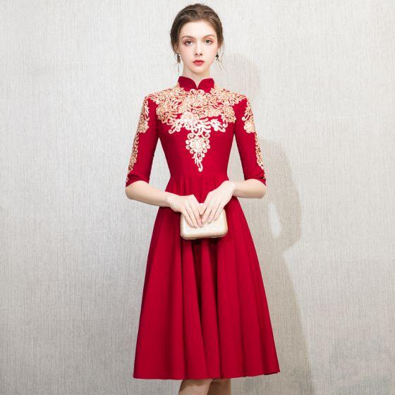 Style Chinois Bordeaux de retour Robe De Graduation 2018 Princesse Col Haut 1/2 Manches Brodé Thé Longueur Volants Robe De Ceremonie