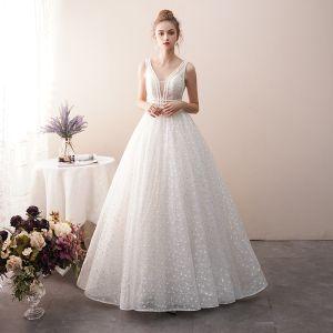 Beste Ivory / Creme Durchsichtige Spitze Brautkleider / Hochzeitskleider 2019 A Linie V-Ausschnitt Ärmellos Rückenfreies Perlenstickerei Lange Rüschen