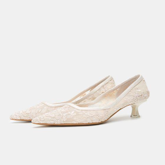 Elegante Beige Con Encaje Flor Zapatos de novia 2020 Tul 3 cm Stilettos / Tacones De Aguja Low Heel Punta Estrecha Boda Tacones