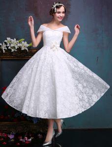 Kurz Schöne Hochzeitskleider 2016 Weg Von Der Schulter Weißen Spitzen Brautkleid Mit Blumenflügel