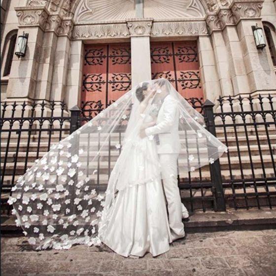 Elegante Weiß Brautschleier 2017 Tülle Stickerei Hochzeit