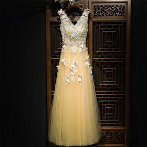 Mooie / Prachtige Champagne Jurken Voor Bruiloft 2017 Kant Bloem kunstbloemen Parel Lange Mouwloos V-Hals A lijn Bruidsmeisjes Jurken