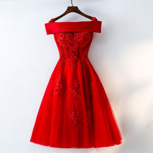 Chic / Beautiful Red Homecoming Graduation Dresses 2017 A-Line / Princess Lace Flower Artificial Flowers Off-The-Shoulder Crossed Straps Backless Sleeveless Short