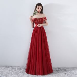 Chic / Beautiful Burgundy Prom Dresses 2018 A-Line / Princess Beading Crystal Lace Flower Off-The-Shoulder Backless Sleeveless Floor-Length / Long Formal Dresses