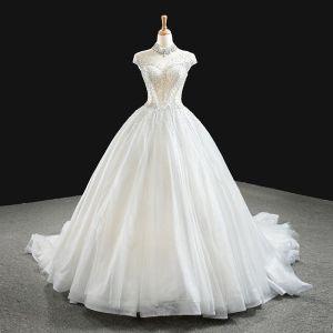 Luxus / Herrlich Weiß Hochzeits Brautkleider / Hochzeitskleider 2020 Ballkleid Durchsichtige Stehkragen Ärmellos Rückenfreies Handgefertigt Perlenstickerei Glanz Tülle Kapelle-Schleppe