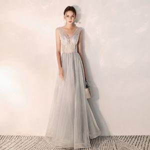 Edles Grau Abendkleider 2019 A Linie V-Ausschnitt Perlenstickerei Ärmellos Rückenfreies Lange Festliche Kleider
