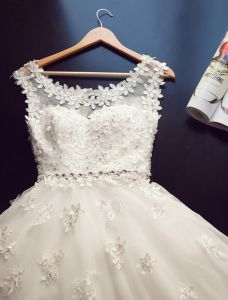 Épaules Robe De Bal À Encolure Dégagée Tchèque Appliques De Dentelle De Diamants Robe De Mariée